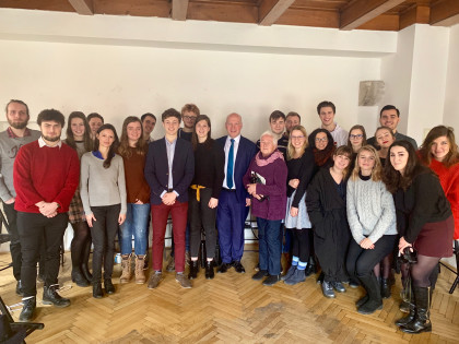 Pavel Fischer na setkání se studenty ve Skautském institutu