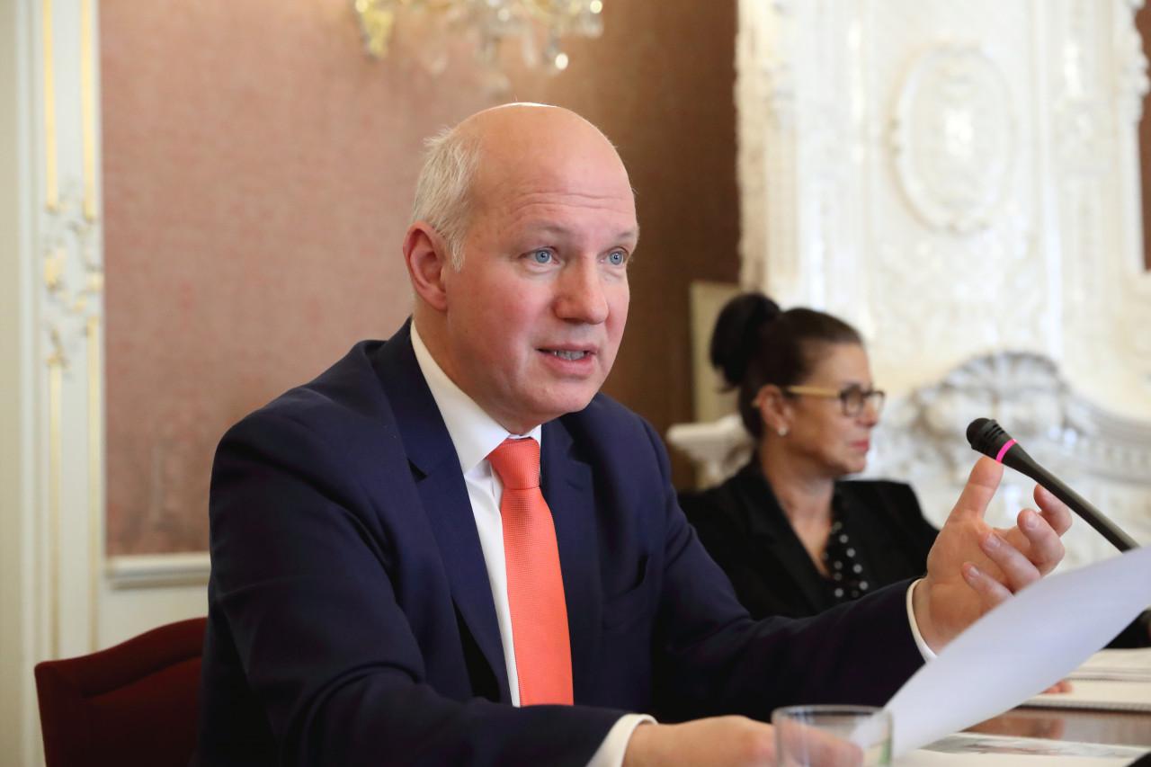 Pavel Fischer na jednání Výboru pro zahraniční věci, obranu a bezpečnost 20. února 2019
