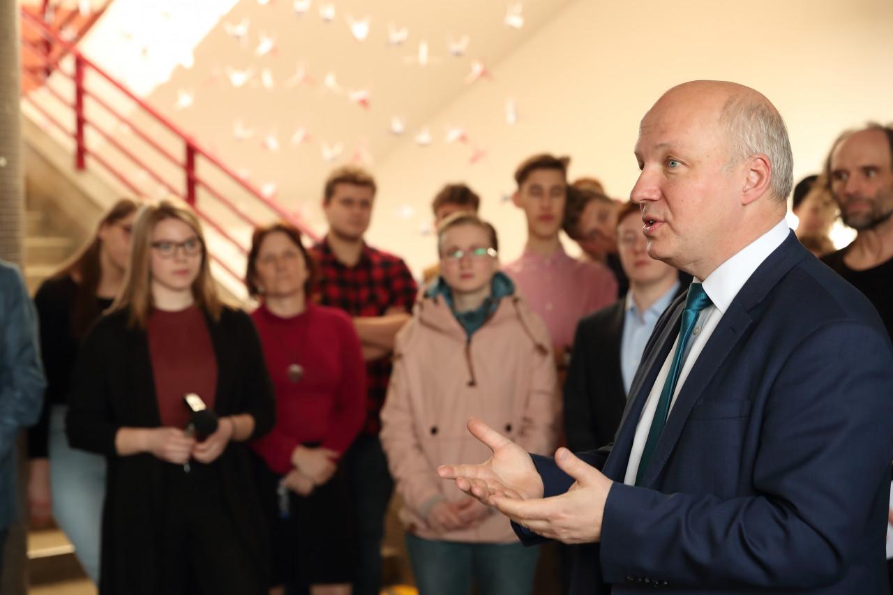 Pavel Fischer zahájil výstavu na Biskupském gymnáziu v Brně