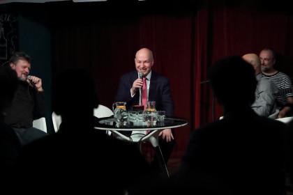 Pavel Fischer hostem talkshow v Hálkově městském divadle v Nymburce