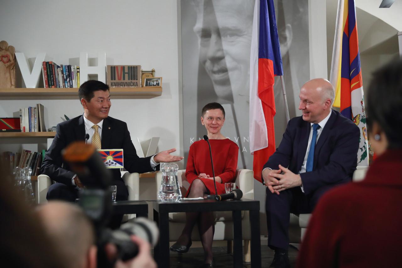 Pavel Fischer se setkal s exilovým prezidentem Tibetu Lobsangem Sangayem