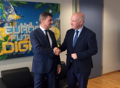 Pavel Fischer se setkal s eurokomisaři Julianem Kingem a Andrusem Ansipem