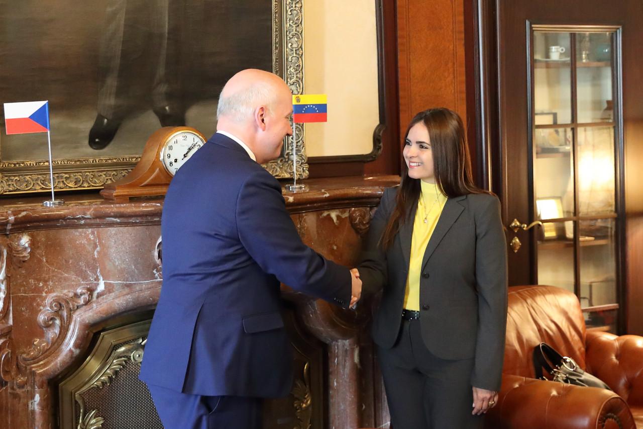 Pavel Fischer přijal vyslankyni prozatímního prezidenta Venezuely Tamaru Sujuovou