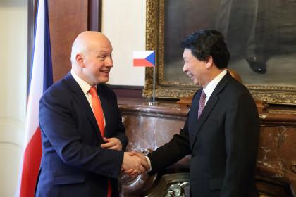 Pavel Fischer přijal v Senátu zástupce Tchaj-wanu v ČR Chung-I Wanga