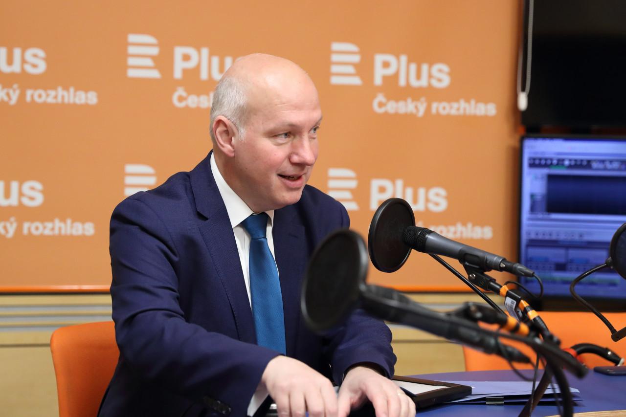 Pavel Fischer pro Český rozhlas Plus: Číňané nám zkoušejí prodat technologie, kterými špehují své občany