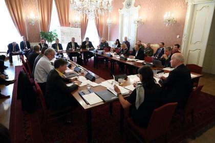 Pavel Fischer při jednání s ministrem Metnarem a náčelníkem Opatou