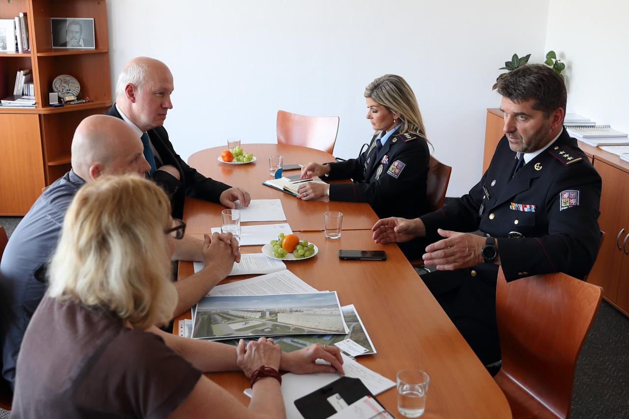 Pavel Fischer inicioval schůzku starostky Zbraslavi a policejního prezidenta