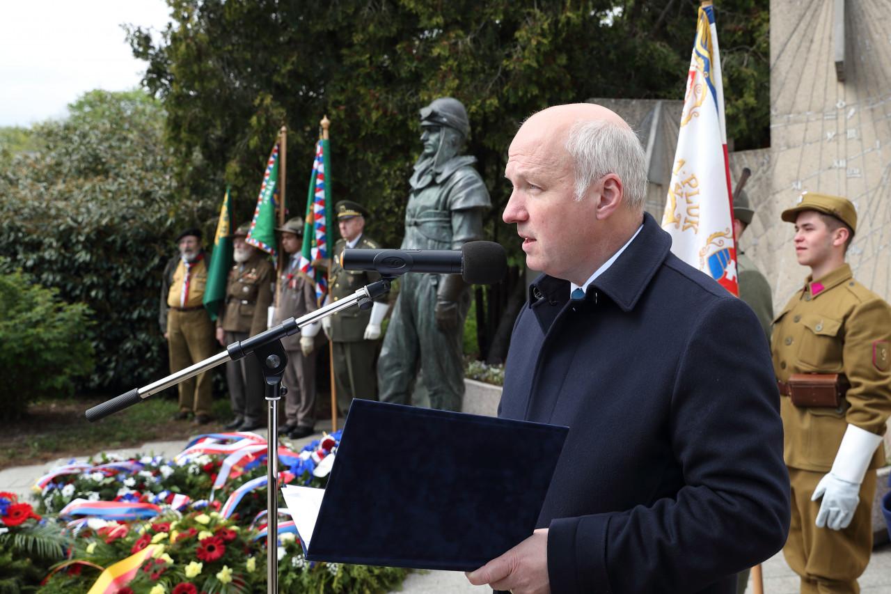 Pavel Fischer uctil odkaz Milana Rastislava Štefánika u jeho sochy na Petříně