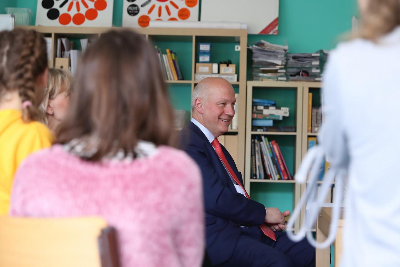 Pavel Fischer navštívil školu s Montessori programem Na Beránku