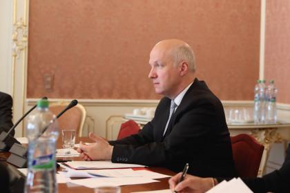 Zpráva ze schůze Výboru pro zahraniční věci, obranu a bezpečnost Senátu 14. května