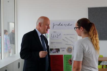 Pavel Fischer na slavnostním otevření nového školního pavilonu v Lipencích