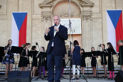 Pavel Fischer podpořil festival ZUŠ Open v Senátu