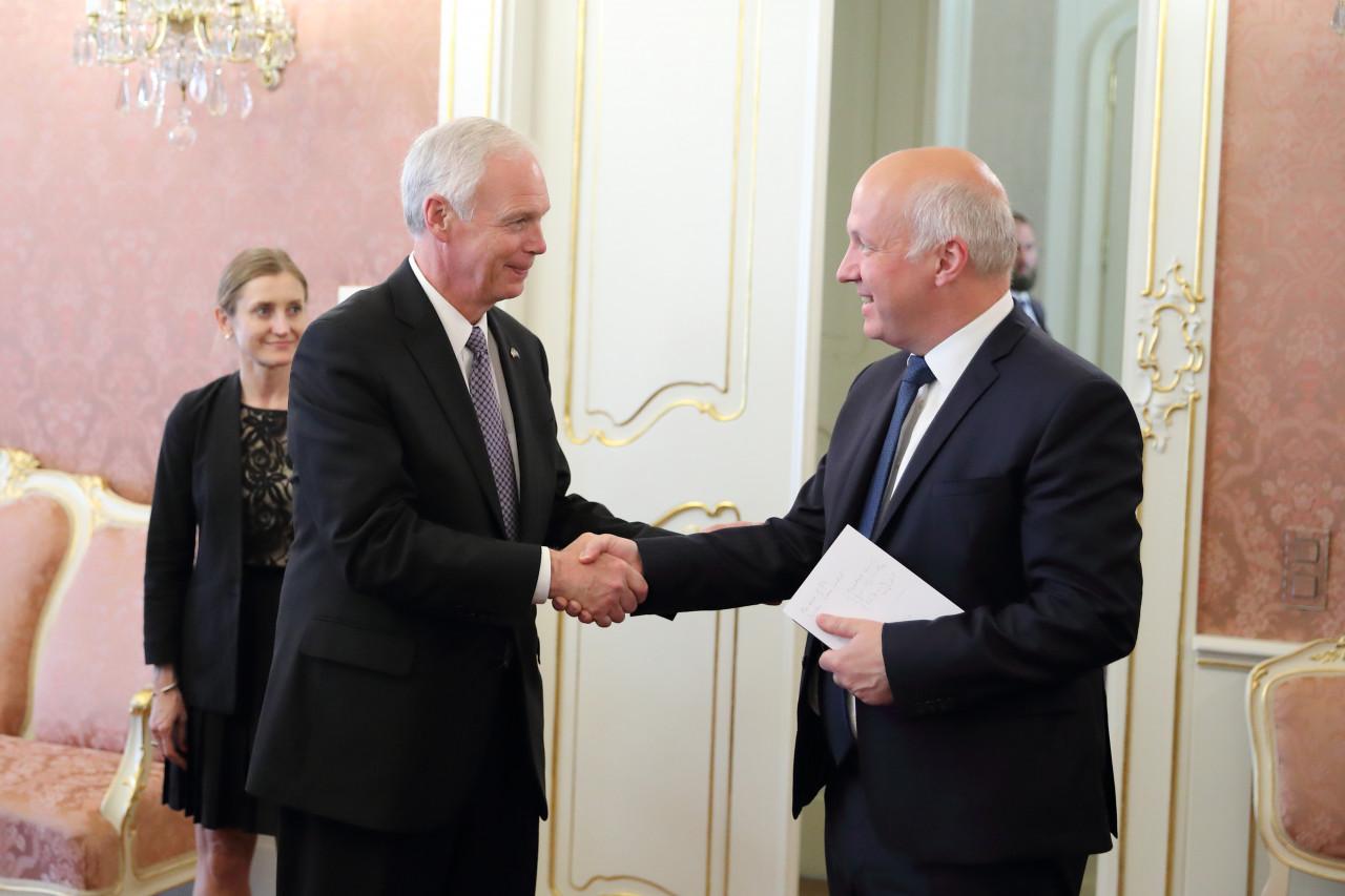 Pavel Fischer přijal senátora Kongresu USA Rona Johnsona