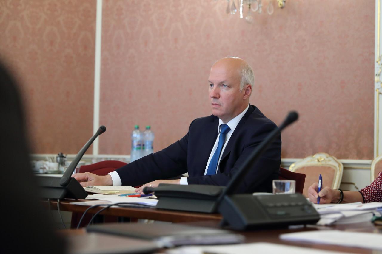 Schůze bezpečnostního výboru: kyberútok na ministerstvo zahraničí, víc peněz na obranu