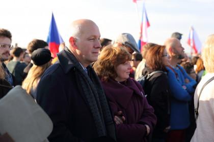 Pavel Fischer na demonstraci Milionu chvilek pro demokracii na Letenské pláni 16. listopadu 2019