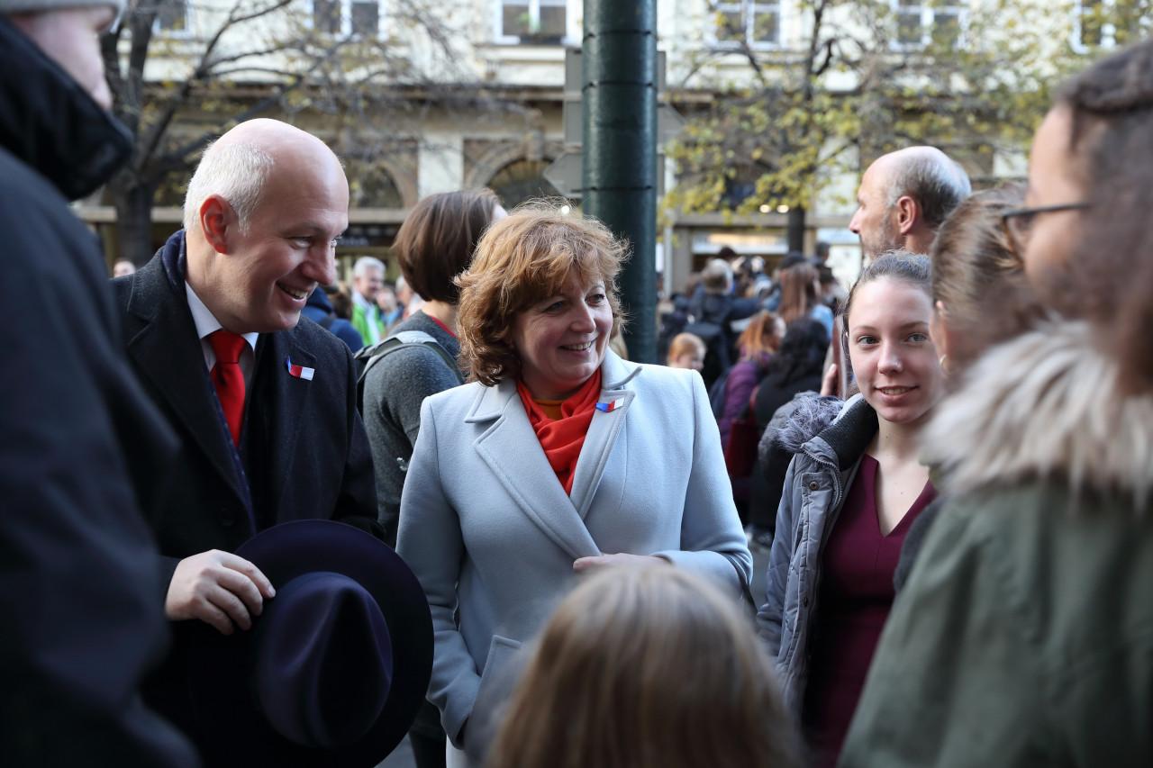 Pavel Fischer oslavil Den boje za svobodu a demokracii s rodinou v ulicích Prahy