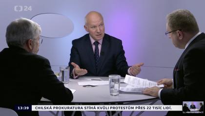 Pavel Fischer hostem Otázek Václava Moravce na České televizi