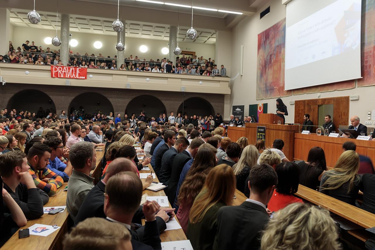 Snímky z debaty prezidentských kandidátů 8. 11. v Praze